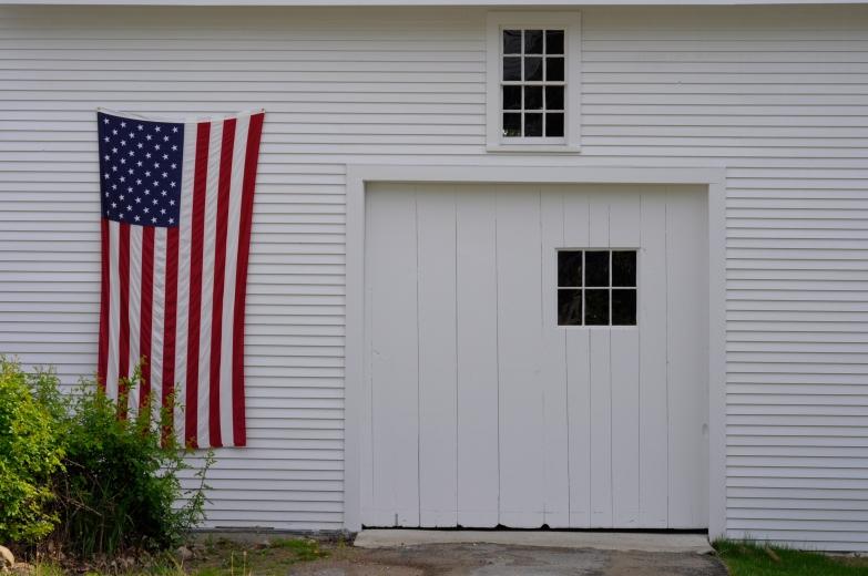 Flag_barn